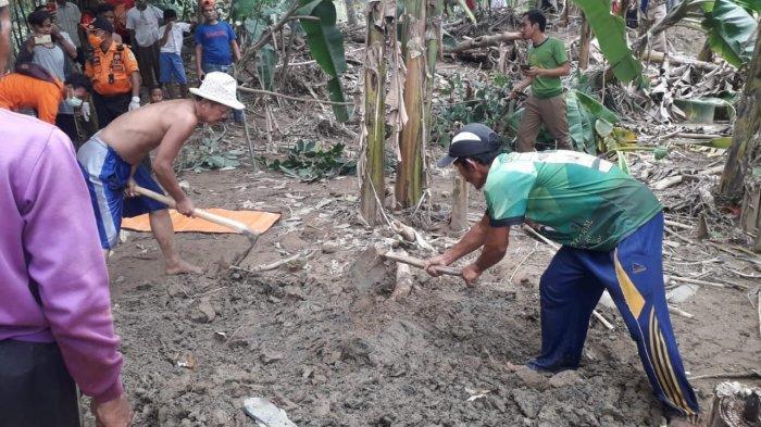BREAKING NEWS - Sesosok Mayat Diduga Korban Banjir di Jasinga Ditemukan Terkubur Pasir