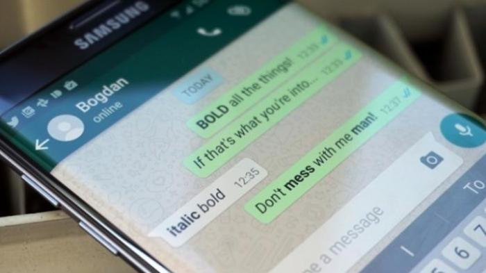 Contoh teks dengan huruf tebal dan miring di Whatsapp