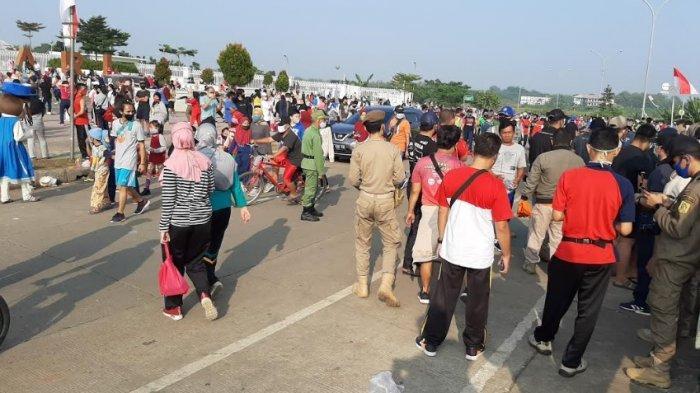 BREAKING NEWS - Satpol PP Sidak Warga yang Berolahraga di Kawasan Stadion Pakansari Cibinong