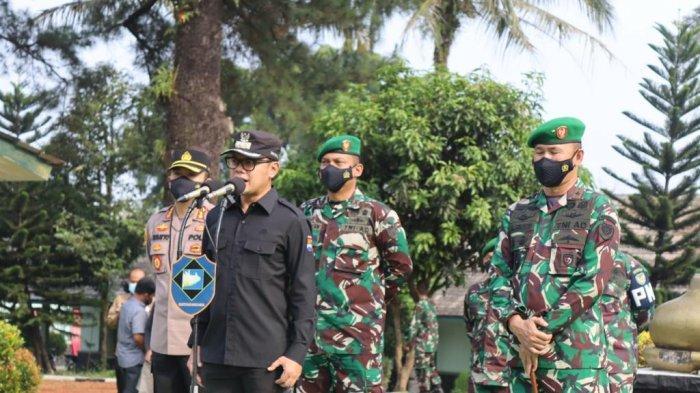 Bima Arya menyaksikan pengantran 400 anggota TNI Angkatan Darat (AD) Batalyon Infanteri 315/Garuda yang akan diberangkatkan ke Papua.