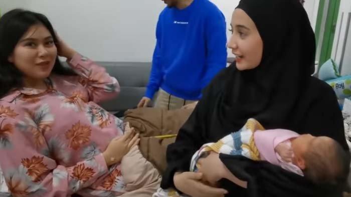 Zaskia Sungkar Baper Gendong Bayinya Syahnaz, Istri Irwansyah Ucap Doa Sambil Sebut Nama Calon Anak