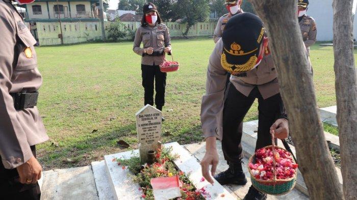 HUT Bhayangkara ke-74, Polresta Bogor Kota Ziarah ke Taman Makam Pahlawan Dreded