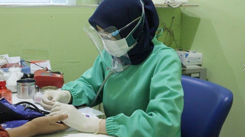 dr-naftalena-dwi-putri-dari-unit-donor-darah-pmi-kota-bogor.jpg