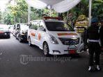 ambulans-yang-akan-membawa-ani-yudhoyono.jpg