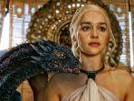 amilia-clarke-atau-daenerys-targaryen-the-mother-of-dragons-di-game-of-thrones.jpg