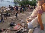 anak-kecil-yang-terpisah-dari-kedua-orangtuanya-saat-gempa-di-palu-sulawesi-tengah_20180930_200608.jpg