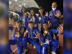 atlet-asal-kabupaten-bogor-berpose-setelah-raih-medali-emas.jpg