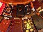 berbagai-kitab-suci-agama-di-dunia-yang-digunakan-saat-pelantikan-anggota-dewan-as.jpg