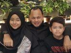 bima-arya-bersama-kedua-anaknya.jpg