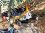 bus-asal-ponorogo-terjebak-di-tepi-jurang-hutan-wonogiri.jpg