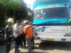 bus-diperiksa_20170509_115737.jpg