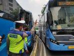 bus-transjakarat-tabrakan-beruntun.jpg