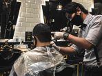 cukur-di-captain-barbershop-semplak-gunakan-protokol-kesehatan.jpg