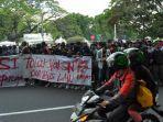 demo-cipta-kerja-mahasiswa-di-istana.jpg