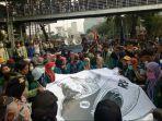 demo-mahasiswa-perppu-kpk-di-istana.jpg