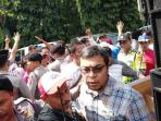 demo-warga-perumahan_20160602_132212.jpg