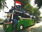 dua-bus-besar-berpenumpang-massa-mahasiswa.jpg