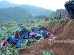 evakuasi-kecelakaan-cianjur_20170430_143620.jpg