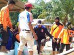 evakuasi-korban-yang-diduga-di-terkam-buaya_20180816_173310.jpg