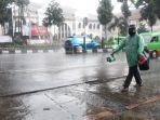 hujan-deras-di-kapten-muslihat-bogor-nih-sore.jpg