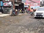 jalan-rusak-di-jalan-raya-pintu-air-pabuaran-bojonggede-kabupaten-bogor.jpg