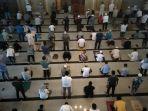 jamaah-shalat-jumat-di-masjid-raya.jpg