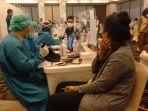 karyawan-hotel-dan-mall-di-kota-bogor-menjalani-vaksinasi-covid-19-selasa-932021.jpg