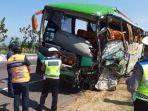 kcelakaan-mau-bus-safari-di-tol-cipali-senin.jpg