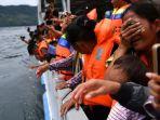 keluarga-korban-tenggelamnya-km-sinar-bangun_20180705_132536.jpg