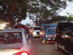 kendaraan-dari-arah-jalan-raya-citayam-menuju-bojonggede.jpg