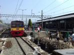 kereta-rel-listrik-krl-commuter-line-di-stasiun-bogor_20151115_110816.jpg