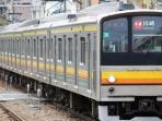 kereta-seri-205-yang-dikirimkan-dari-jepang-ke-jakarta_20151217_095024.jpg