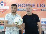 khurshed-beknazarov-kiri-dan-pelatih-igor-nikolayevich-kriushenko-kanan.jpg