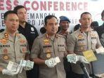 konferensi-pers-dolar-palsu-di-polsek-pademangan-jakarta-utara-jumat-22112019.jpg