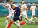 kylian-mbappe-prancis-saat-menghadapi-para-pemain-swiss-di-babak-16-euro-2020.jpg