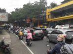 masuk-akhir-pekan-lalu-lintas-di-jalan-raya-puncak.jpg
