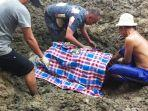 mayat-korban-banjir-ditemukann.jpg
