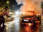 mobil-terbakar-di-jalan-ir-h-djuanda.jpg