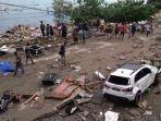 motor-dan-mobil-berserakan-usai-gempa-bumi-di-palu_20180930_164447.jpg