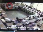 murid-ini-lakukan-hal-mengejutkan-setelah-mejanya-dirubah-oleh-guru_20160627_084836.jpg