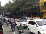 padat-arus-kendaraan-di-jalan-raya-puncak-kawasan-megamendung.jpg