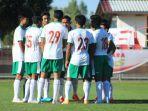 para-pemain-timnas-u-19-indonesia-berdiskusi-di-sela-duel-kontra-bulgaria.jpg