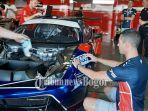 pebalap-tim-t2-motorsports-christian-colombo.jpg