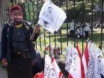 pedagang-bendera-bergambar-wajah-habib-rizieq-shihab.jpg