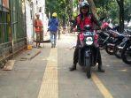 pedestrian-jalan-pajajaran-kota-bogor-jadi-tempat-parkir-motor_20180724_151055.jpg