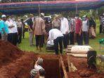 pemakaman-aiptu-slamet-teguh-priyanto-kamis-31122020.jpg