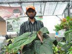 pemilik-toko-tanaman-hoqy-tr-flora-tisna-robana-jumat-2212021.jpg