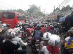 penampakan-kemacetan-jalan-raya-puncak-saat-ini-minggu-1682020.jpg