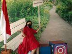pengunjung-sedang-berfoto-di-fotoboots-hotel-santika-bogor-yang-bertema-hari-kemerdekaan-indonesia.jpg