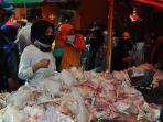 penjual-bumbu-dapur-dan-daging-di-pasar-dipadati-pembeli.jpg